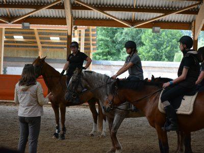 Prendre des cours d'équitation au Lieu Dieu
