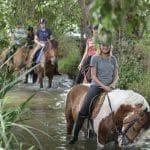 Balade à cheval dans la rivière au Lieu Dieu